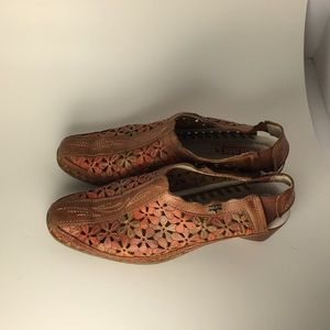 Pikolinos sandal shoes